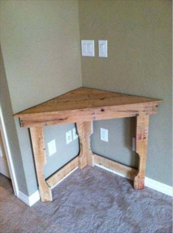 reclaimed pallet corner table